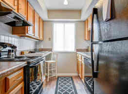 Avery Point Apartments And Townhomes - Castleton