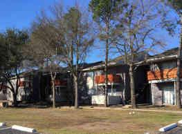 Lake Breeze Apartments - Greenville