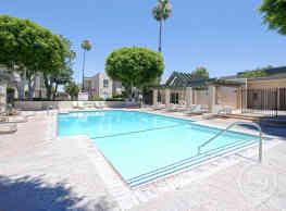 Regency Plaza Apartments - Anaheim