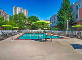 The River Club Apartments - Edgewater