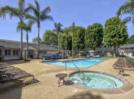 Surf at 39 Apartments - Huntington Beach