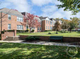 Lake Apartments and Townhomes - Chevy Chase