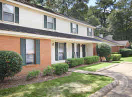 Woodshire Duplexes and Townhomes - Hattiesburg
