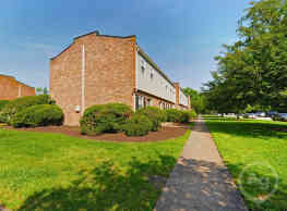Highland Woods Apartments - Highland Springs