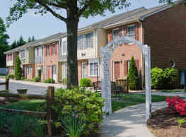 Colony Wood Townhomes - Colonial Heights