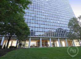 The Colonnade Apartments - Newark