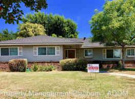 3 br, 2 bath House - 412 W Sample Ave - Fresno