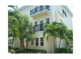 GORGEOUS TOWNHOME ON THE EAST SIDE OF TOWN W/2CAR - Pompano Beach