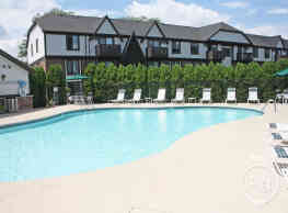 Creekwood Apartments - Green Bay