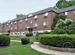 Oakwood Apartments - Upper Darby