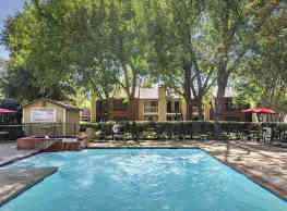 Courtyards At Campbell - Dallas