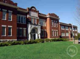 The Penn Warren Apartments - Clarksville