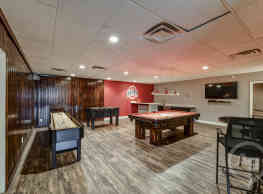 Fox and Hounds Apartments - Columbus