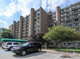 Racquet Club Apartments - Monroeville
