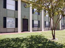 Broadmoor Apartments - Bryan