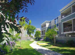 Summer House Apartments - Alameda
