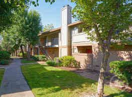 Heritage Oaks Apartments - Carmichael