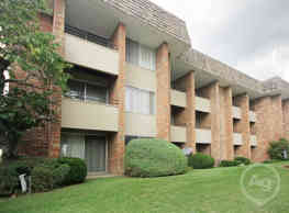 Regency Park Apartments - Grand Rapids