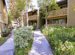 River Oaks Apartments - Lake Forest