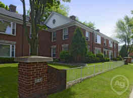 Colonial Court Apartments - Shorewood