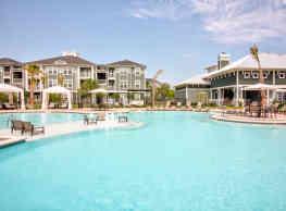 Southfork Lake Apartments - Manvel