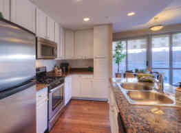 Kingston Pointe Apartment Homes - Des Plaines