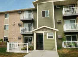 Seven Pines Apartments - Forest Lake