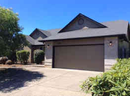This 3 bed and 2 bath home has 1,574 square feet o - Salem