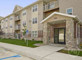 Hunters Creek Apartments - Minot
