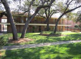 Courtyard Apartments at Cordova - Pensacola