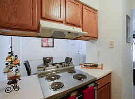 Whisper Hollow Apartments - Maryland Heights