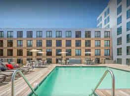 Studio, 1 bath Mid Rise (5-8 stories) - 223 Albany - Boston
