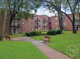 Welshwood Apartments - Philadelphia