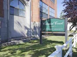Colonial Court Apartments - West Haven