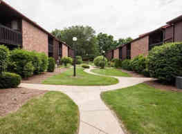 Quail Hollow Apartments - Massillon
