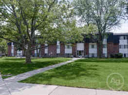 Parkway Village Apartments - Clinton Township