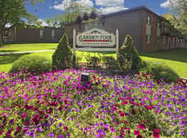 Garden Pool Apartments - West Allis
