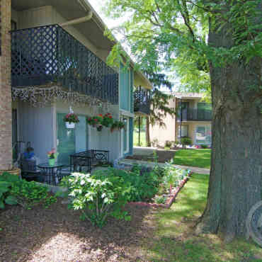 Layton Grove Apartments - Milwaukee, WI 53221