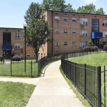 Huntwood Courts Apartments