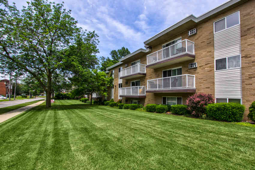 Riverside House Apartments - Willoughby, OH 44094