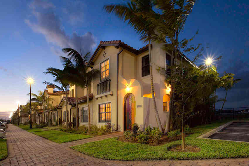 N Luxuriously Decorated Model Home At IMT Miramar In Miramar FL ...