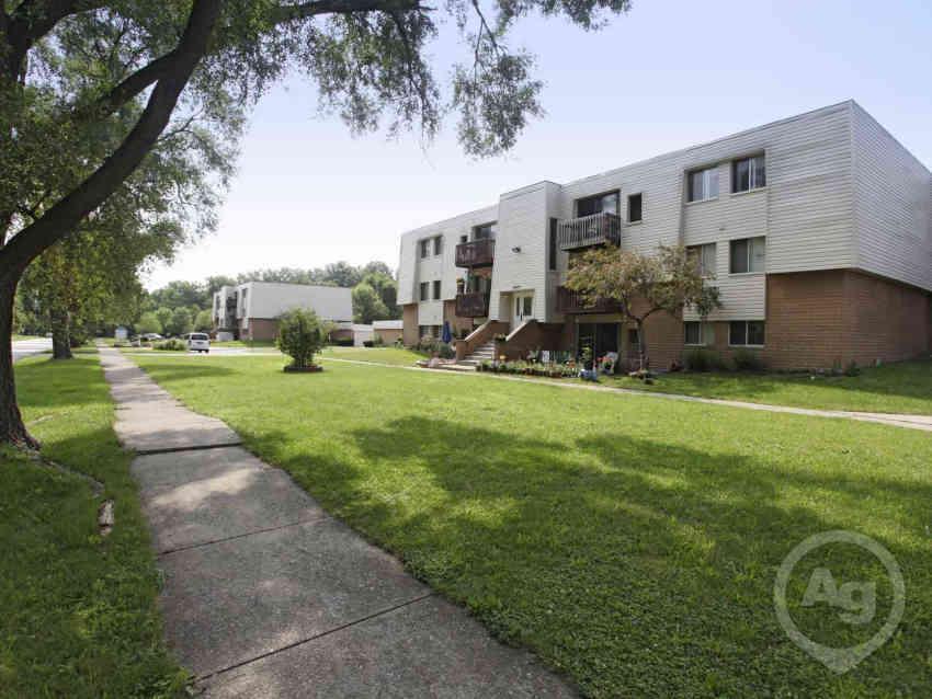 Westown Gardens Apartments - Westlake, OH 44145