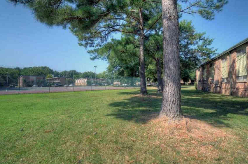 University Gardens Apartments - Memphis, TN 38107