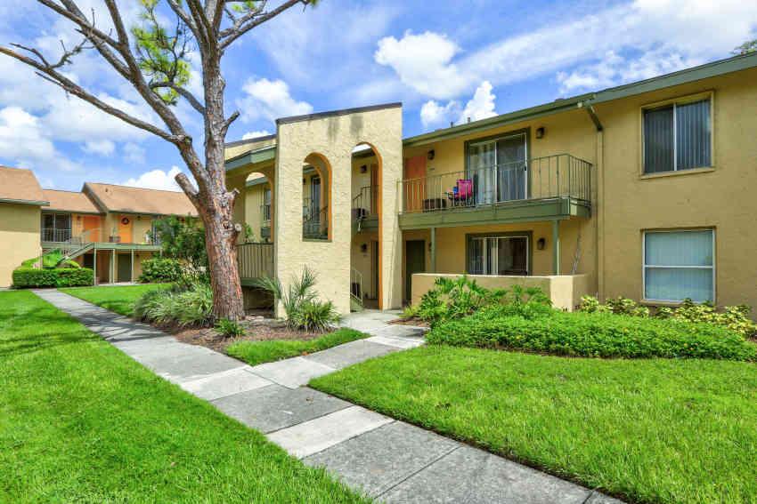 l estancia garden apartments - Garden Apartments