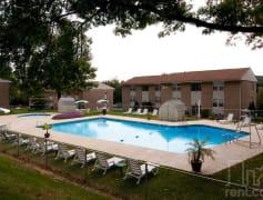 Enjoy our sparkling pool!