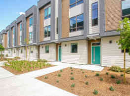 17th Place Townhomes - Bakersfield