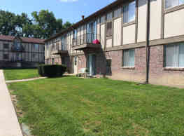 Bentley Square Apartments - Garden City