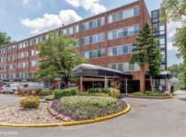 Broadfalls Apartments - Falls Church