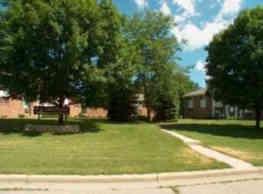 Cedar Plaza Apartments - Cedarburg