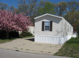 3 bedroom, 2 bath home available - Peoria
